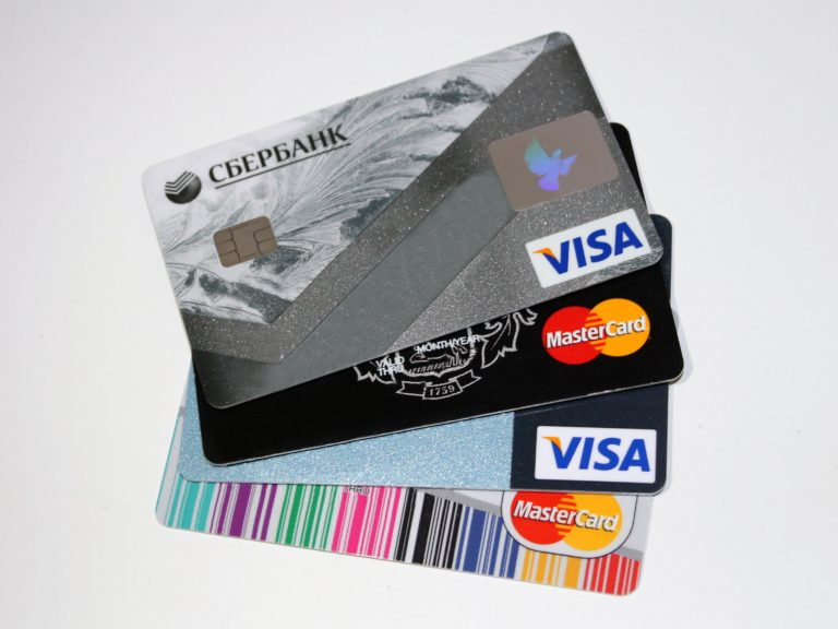 platebni vs kreditni karta rozbite prasatko